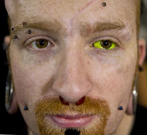 флюоресцентный глаз